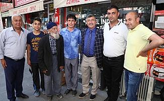 Akdoğan mahalle iftarlarında vatandaşla bir arada oluyor